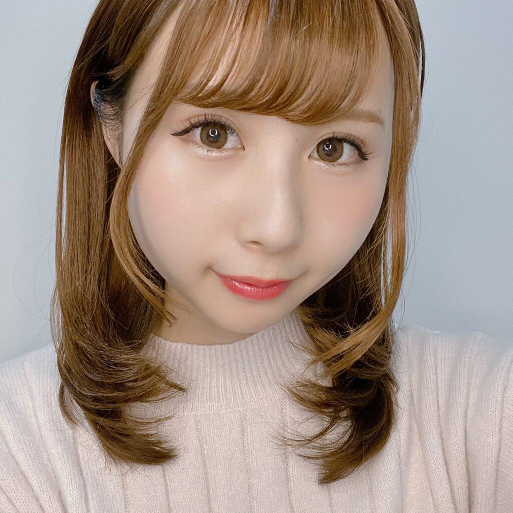インフルエンサーのSakiさんがセザンヌ トーンアップアイシャドウ を使用した際の顔写真