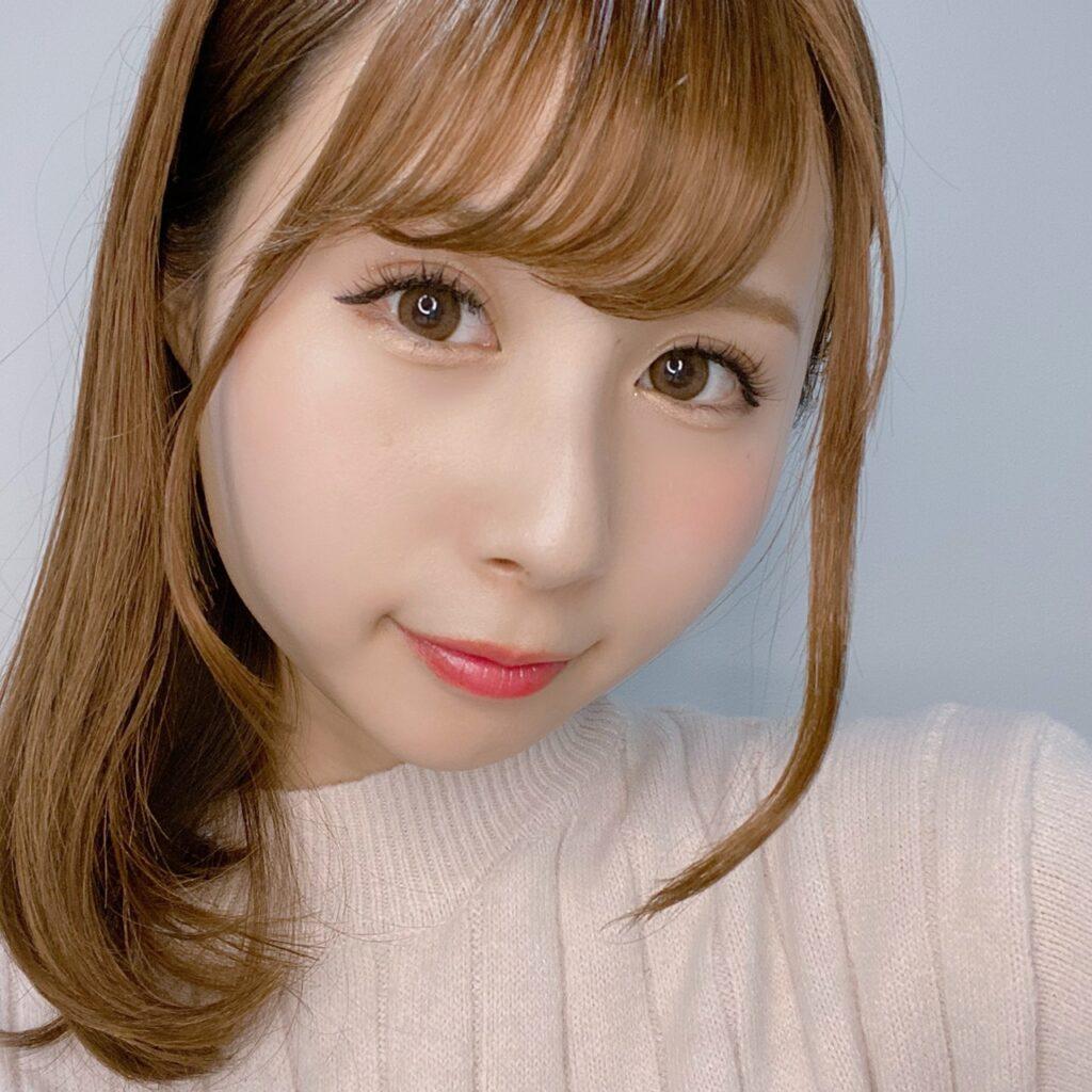 インフルエンサーのSakiさんがキャンメイク パーフェクトスタイリストアイズを使用した際の顔写真