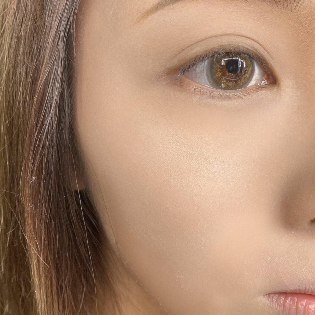 インフルエンサーのLindaさんがダイソー ハイライトパウダーDを使用した際の顔写真