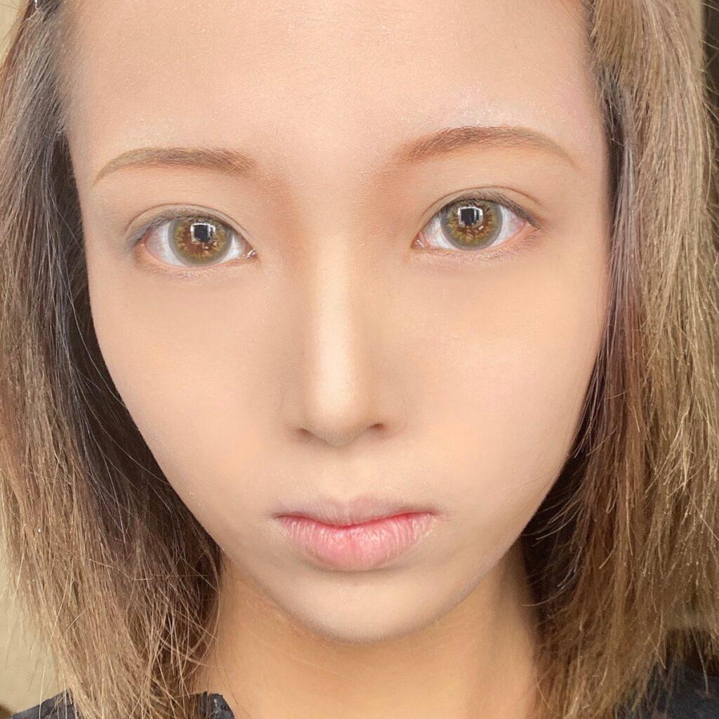 インフルエンサーのLindaさんがセザンヌ フェースコントロールカラー を使用した際の顔写真