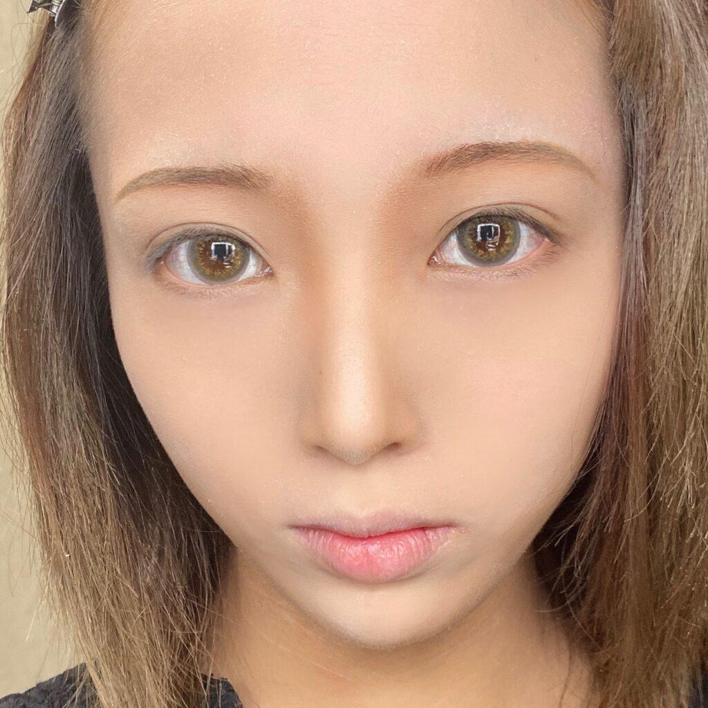 インフルエンサーのLindaさんがキャンメイク シェーディングパウダー を使用した際の顔写真