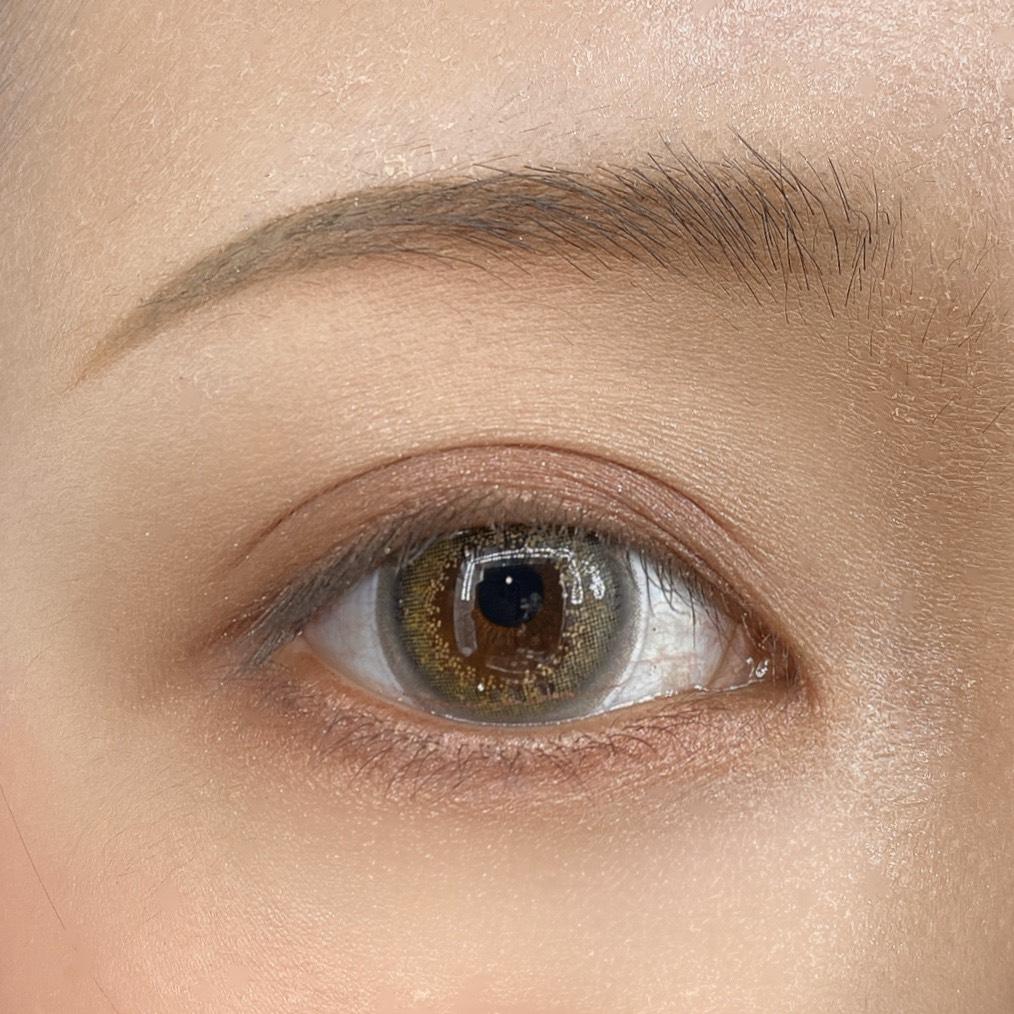 インフルエンサーのLindaさんがヴィセリシェ グロッシーリッチ アイズを使用した際の目元の写真