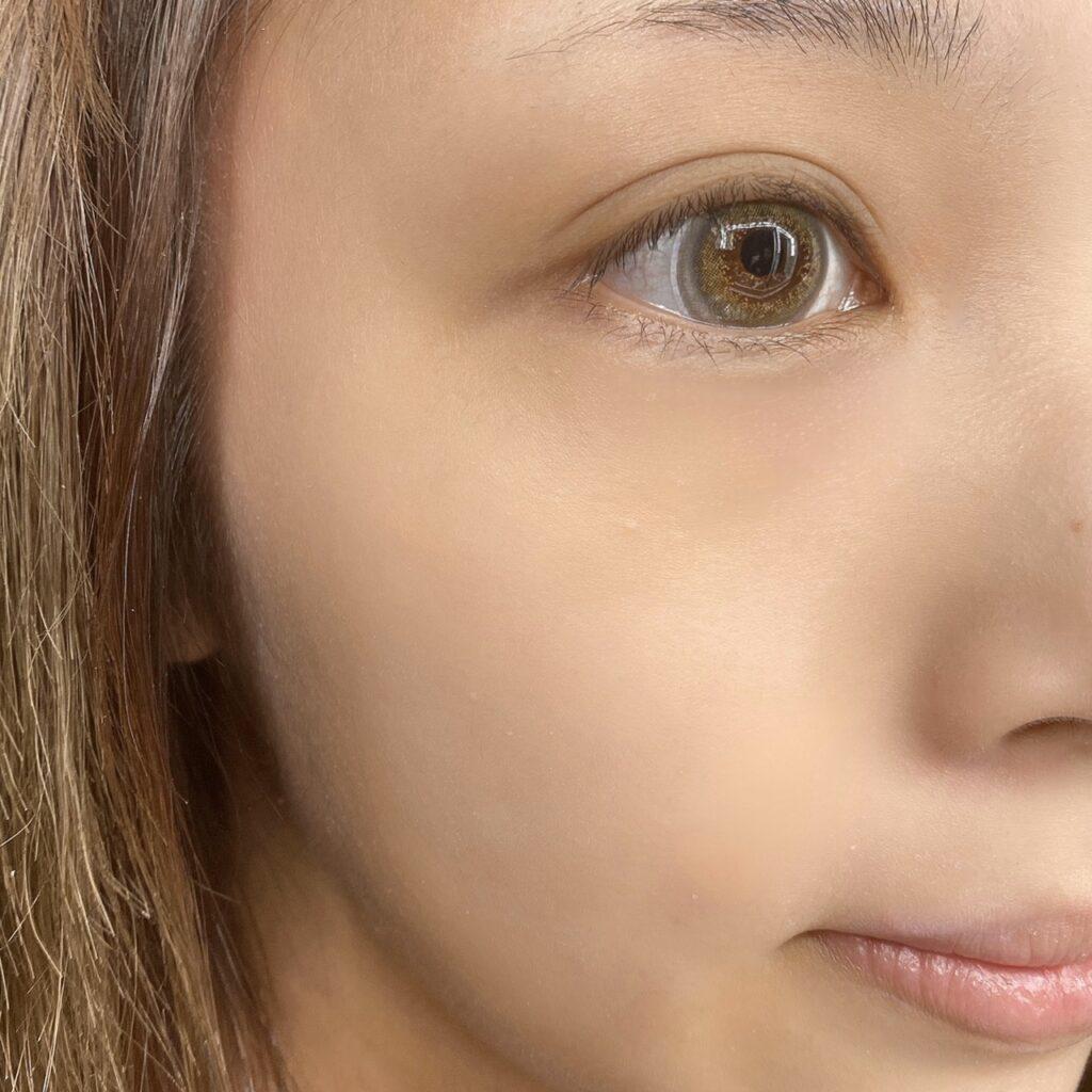 インフルエンサーのLindaさんがセザンヌ 皮脂テカリ防止下地を使用した際の顔写真