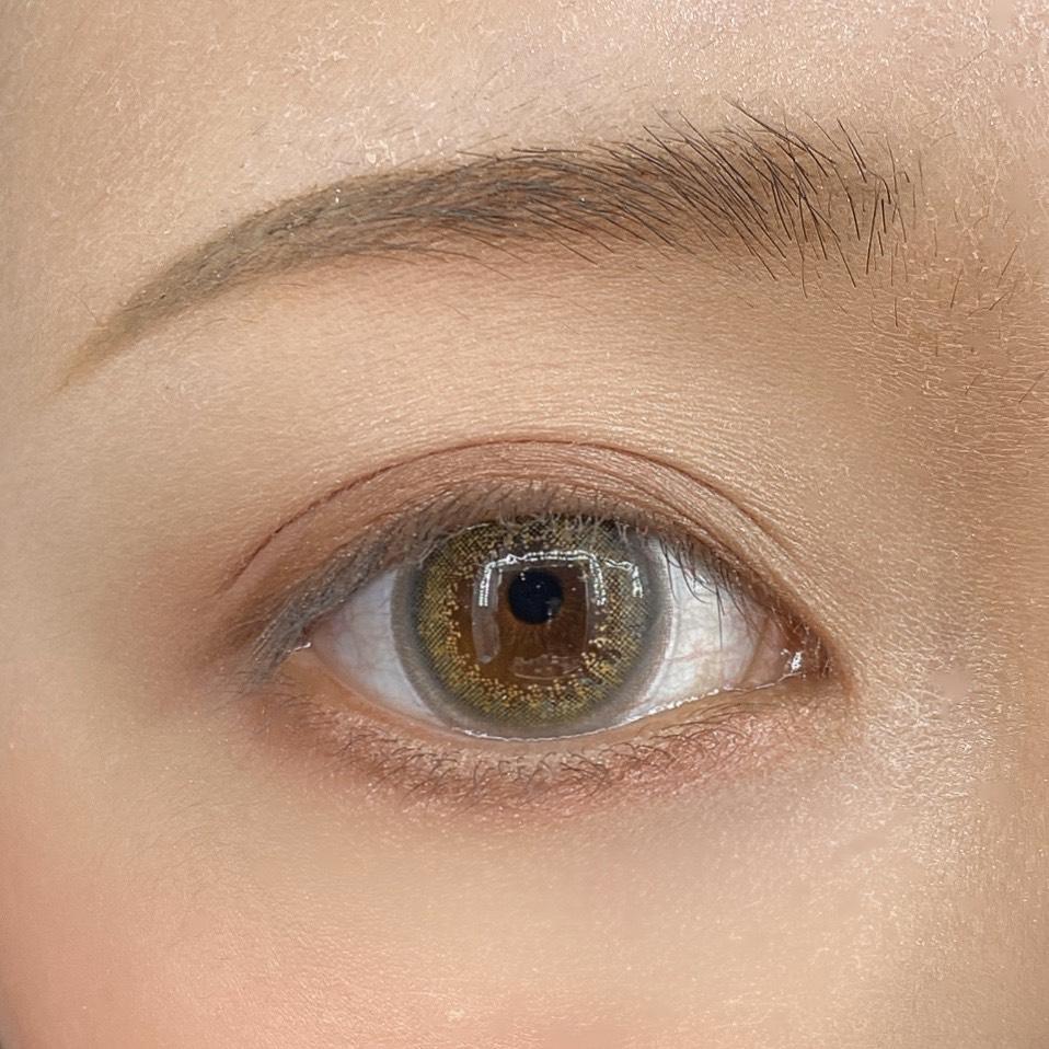 インフルエンサーのLindaさんがケイト ヴィンテージモードアイズを使用した際の目元の写真