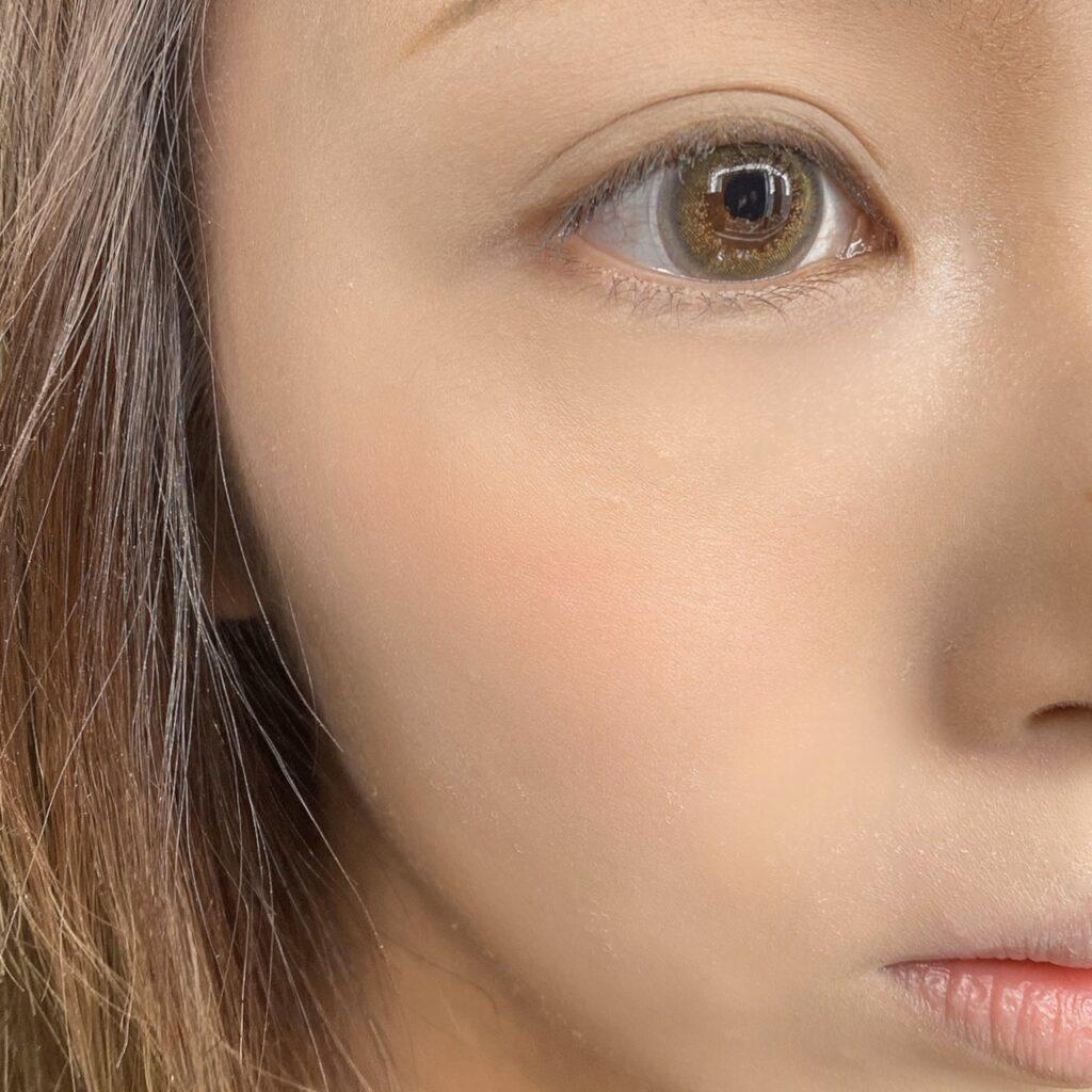 インフルエンサーのLindaさんがエチュードハウス  ベリーデリシャスクリームチークを使用した際の頬の写真