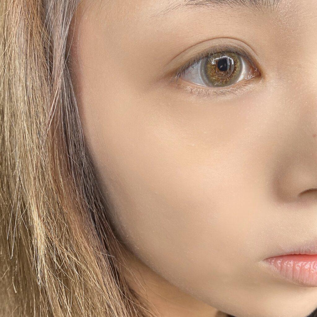 インフルエンサーのLindaさんがケイト パウダリースキンメイカーを使用した際の顔写真