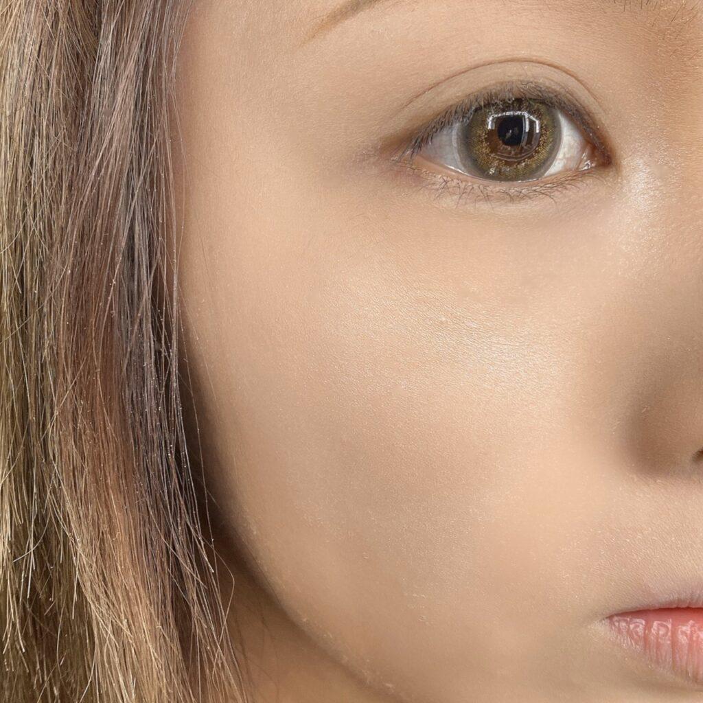 インフルエンサーのLindaさんがセザンヌ パールグロウハイライトを使用した際の顔写真