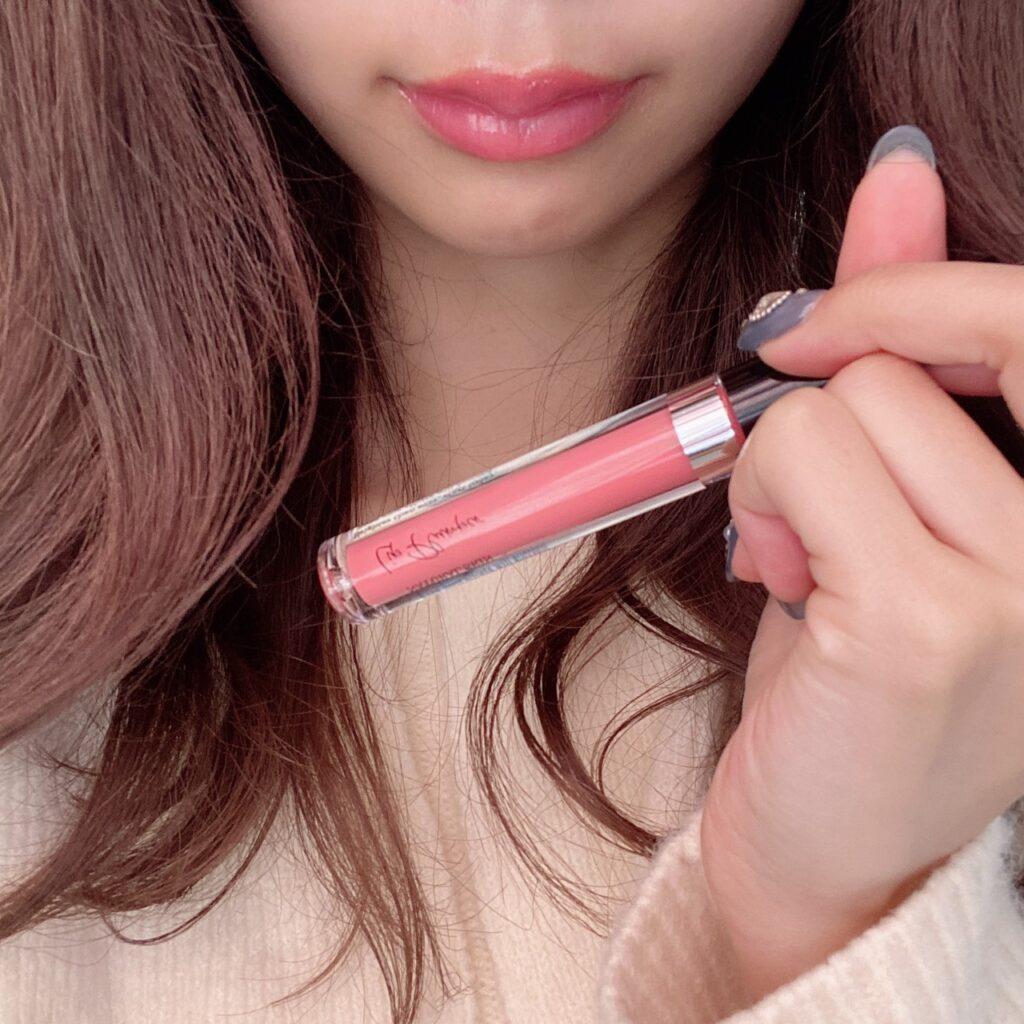 インフルエンサーのazusaさんがオトナクチュール リッププランパーを使用した際の口元の写真