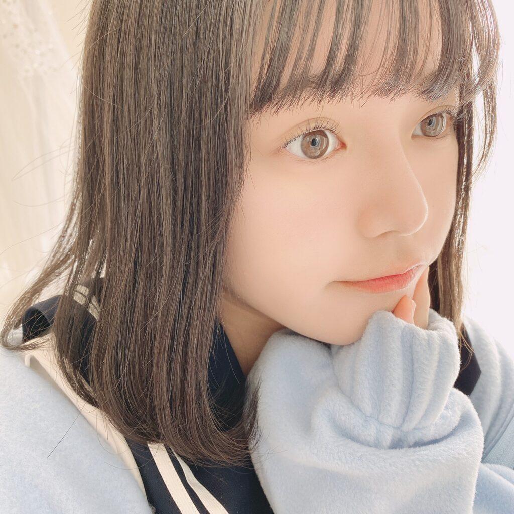 インフルエンサーがダイソー エスポルール クリーミーチークを使用した際の顔写真