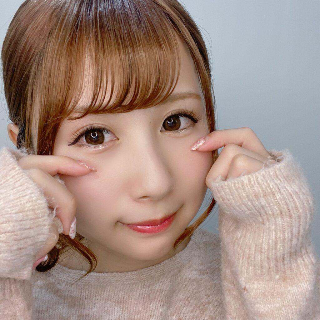 インフルエンサーのSakiさんがエチュードハウス ティアーアイライナーを使用した際の顔写真