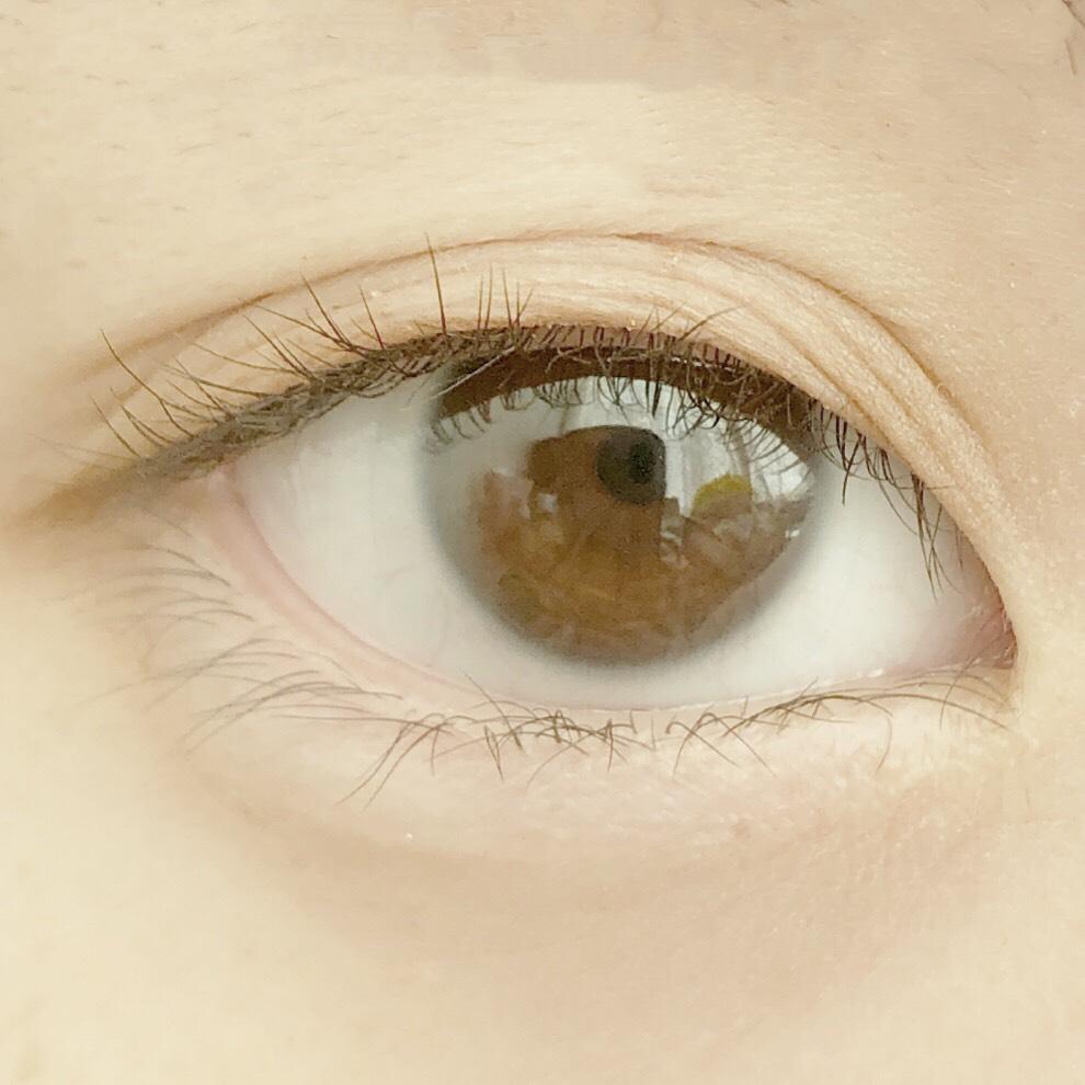 ルドゥーブルとキャンメイク ジュエルスターアイズを使用した際の目を開いた写真