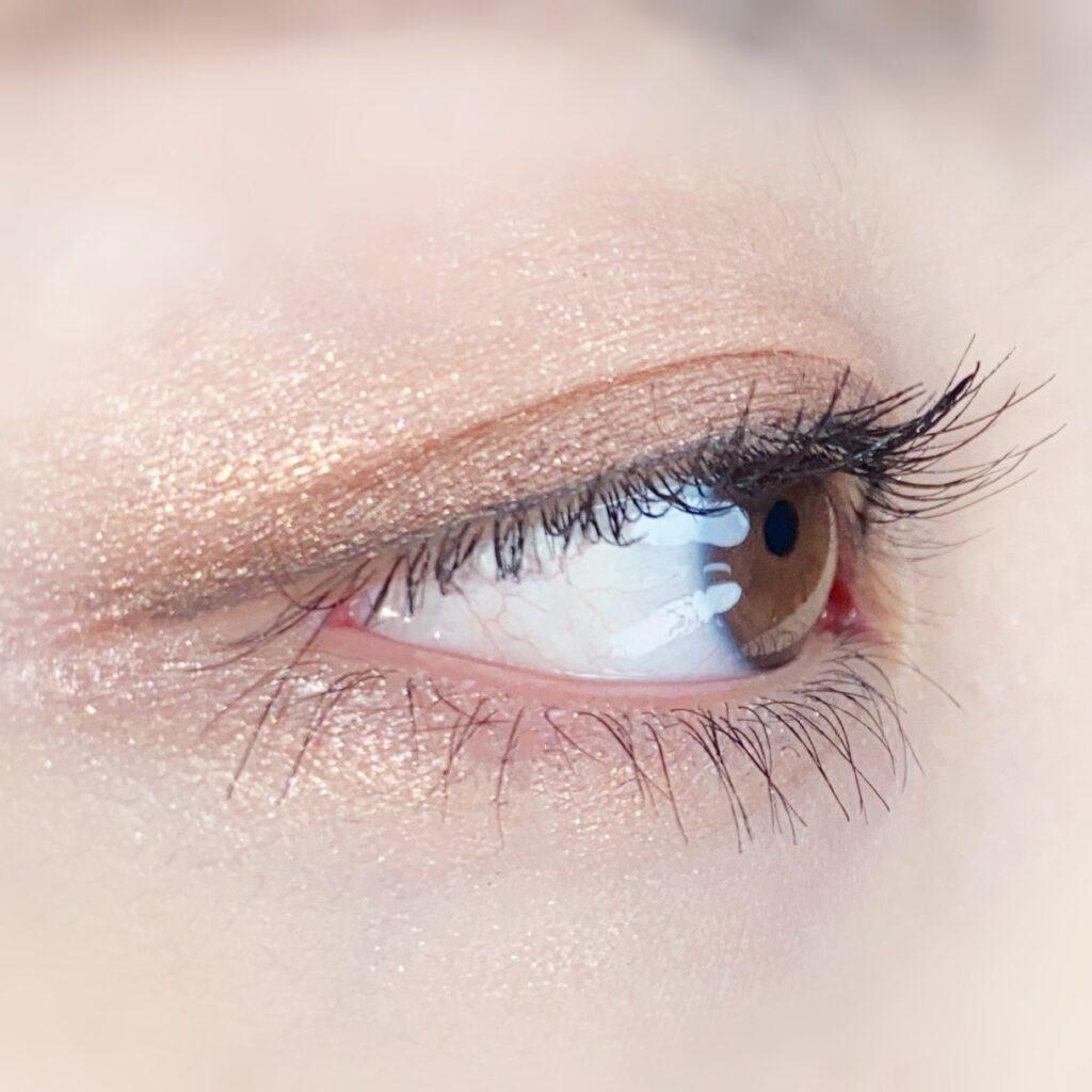 インフルエンサーのひなさんがオペラ マイラッシュ アドバンストを使用した際の目元を横から見た写真