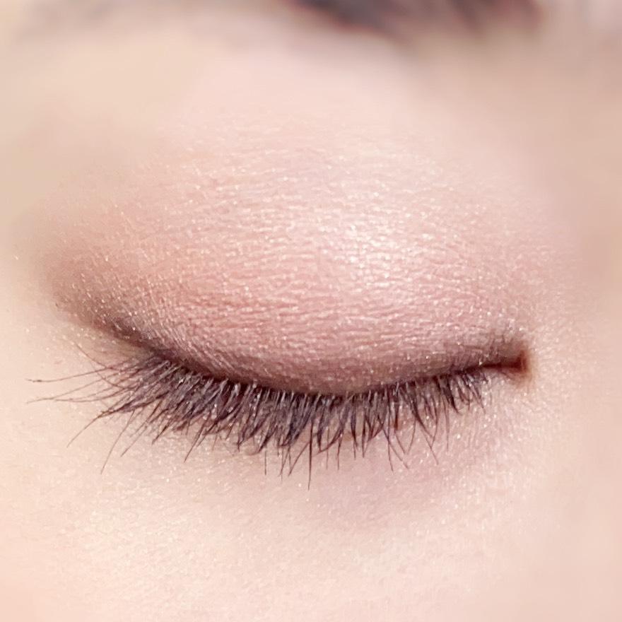 インフルエンサーのひなさんがヒロインメイク マイクロマスカラ アドバンストフィルムを使用した際の目元(瞼を閉じた状態)の写真