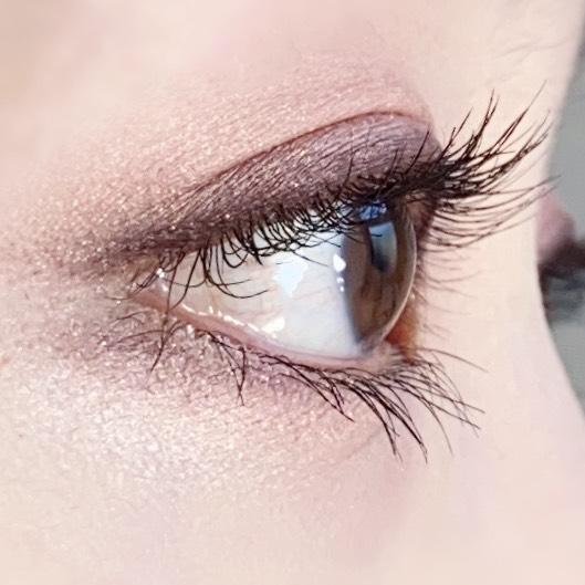 インフルエンサーのひなさんがヒロインメイク マイクロマスカラ アドバンストフィルムを使用した際の目元を横から見た写真