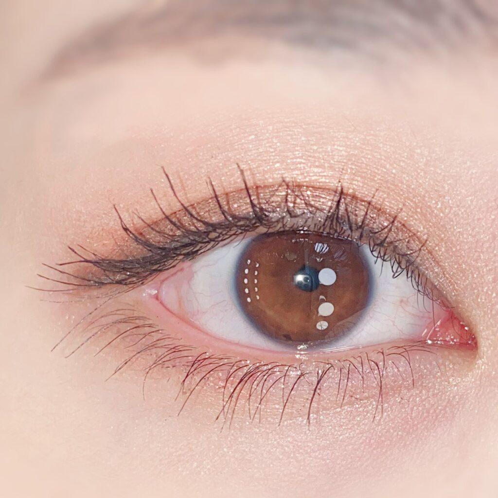インフルエンサーのひなさんがオペラ マイラッシュ アドバンストを使用した際の目元(瞼を開いた状態)の写真