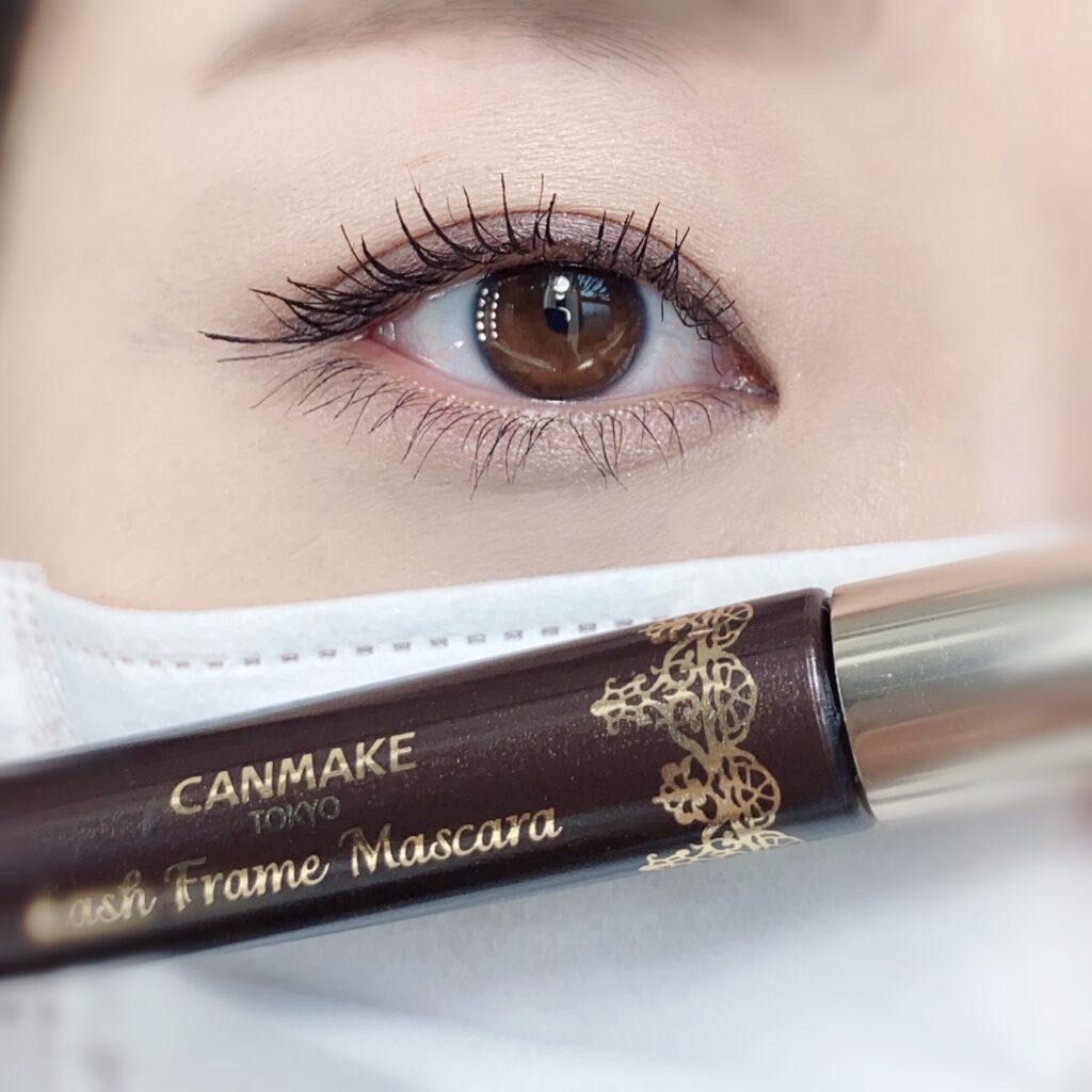 インフルエンサーのひなさんが、お気に入りのマスカラ(キャンメイク ラッシュフレームマスカラ )を使用してメイクした際の目元の写真