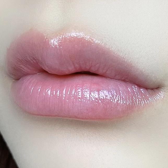 インフルエンサーのSakiさんがオペラリップティントN 02ピンクを使用した際の口元の写真