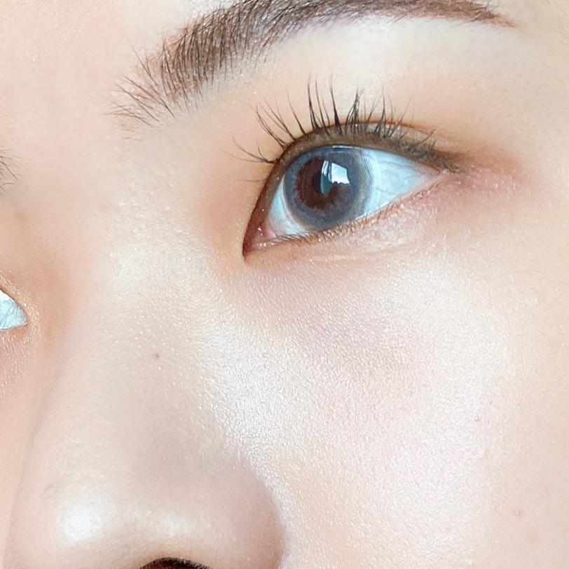 インフルエンサーのエノチャンがセザンヌ パールグロウハイライトを使用した際の頬まわりの写真