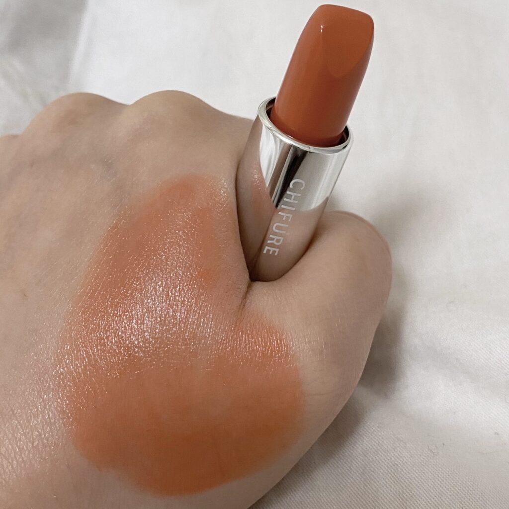 ちふれの口紅(419オレンジ系)を手の甲にスウォッチした写真