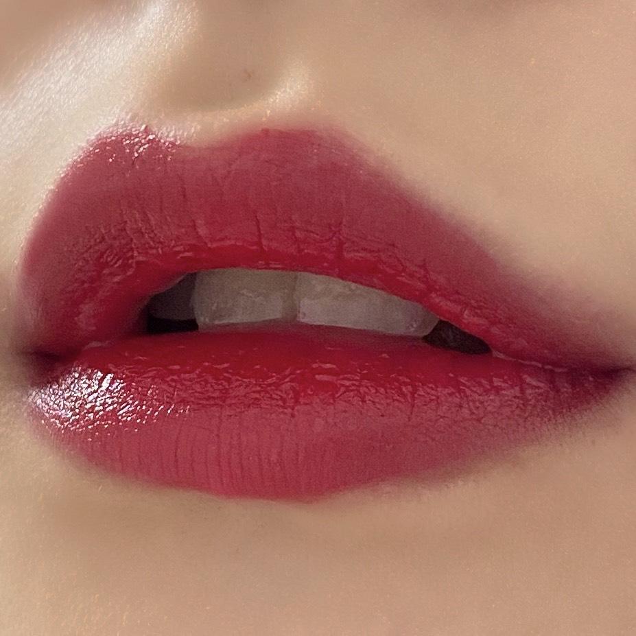 ちふれの口紅(578レッド系)を塗った唇の写真
