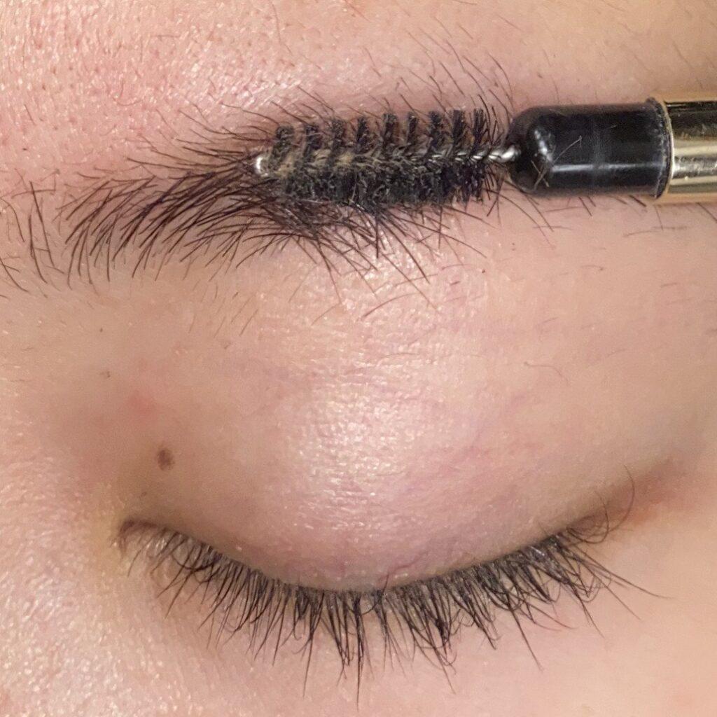 眉毛を整える工程3