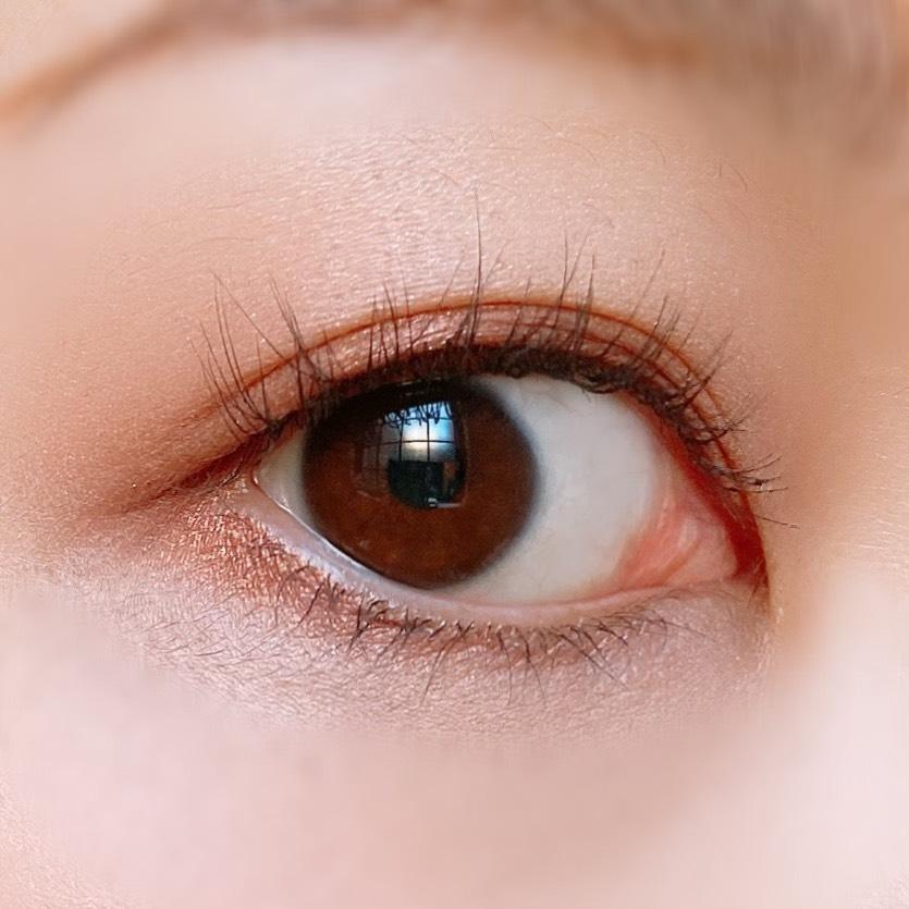 キャンメイク シルキースフレアイズ(03レオパードブロンズ)を使用した目元写真(目を開いた状態)