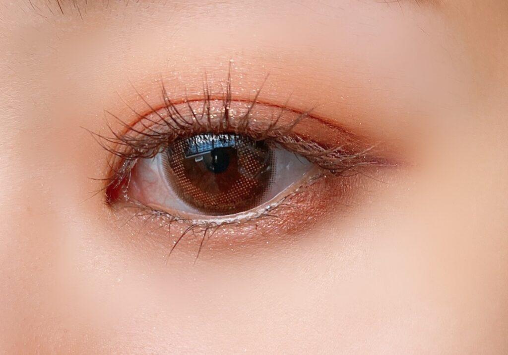 クリオ プロアイパレット(07ピーチグルーヴ)を使用した目元写真(目を開いた状態)