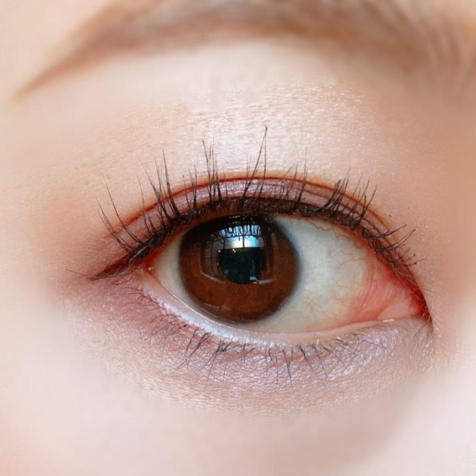 キャンメイク シルキースフレアイズ(06トパーズピンク)を使用した目元写真(目を開いた状態)